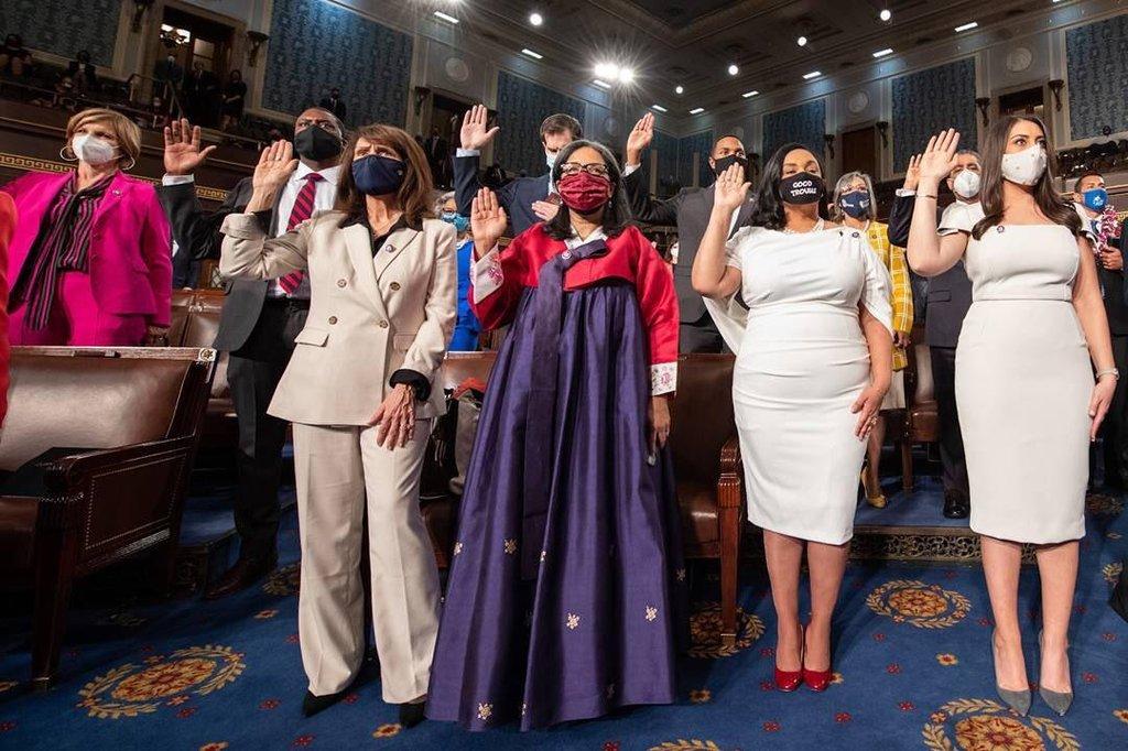 한복 입고 취임 선서한 한국계 미국 하원의원