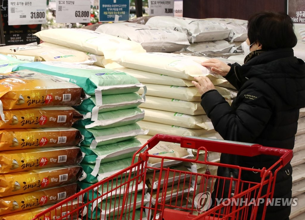 In this file photo, a shopper chooses rice at a supermarket in Seoul on Jan. 12, 2021. (Yonhap)
