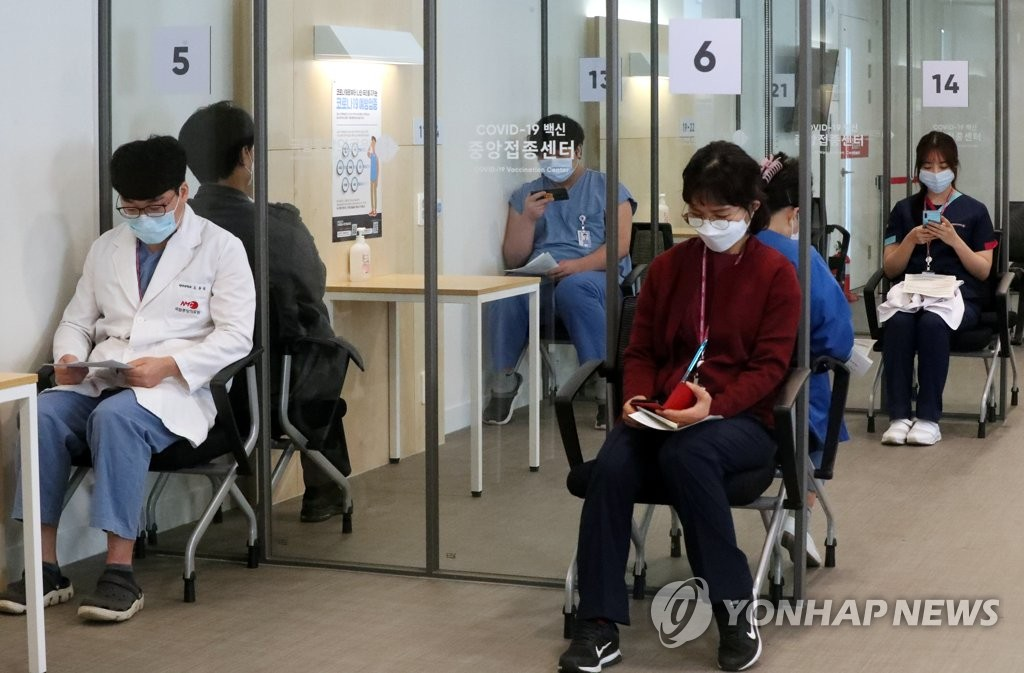Medical workers wait in an observation area after receiving Pfizer's COVID-19 vaccine at a hospital in central Seoul on Feb. 27, 2021. (Pool photo) (Yonhap)
