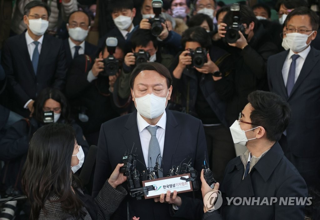 """This photo shows Prosecutor General Yoon Seok-youl expressing an intent to resign at the Supreme Public Prosecutors Office in Seoul on March 4, 2021. The stance came amid a confrontation between Yoon and the ruling party over the latter's move to take investigative power away from the prosecution, which he criticized as a """"regression of democracy and destruction of the spirit of the Constitution."""" (Yonhap)"""