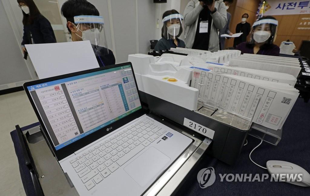 4·7 재보궐선거 사전투표 및 개표 시연회 | 연합뉴스