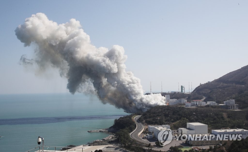 This photo shows heavy smoke billowing into the sky as first-stage engines of South Korea's Nuri rocket undergo a combustion test at the Naro Space Center in Goheung, South Jeolla Province, 473 kilometers south of Seoul, on March 25, 2021. (Yonhap)