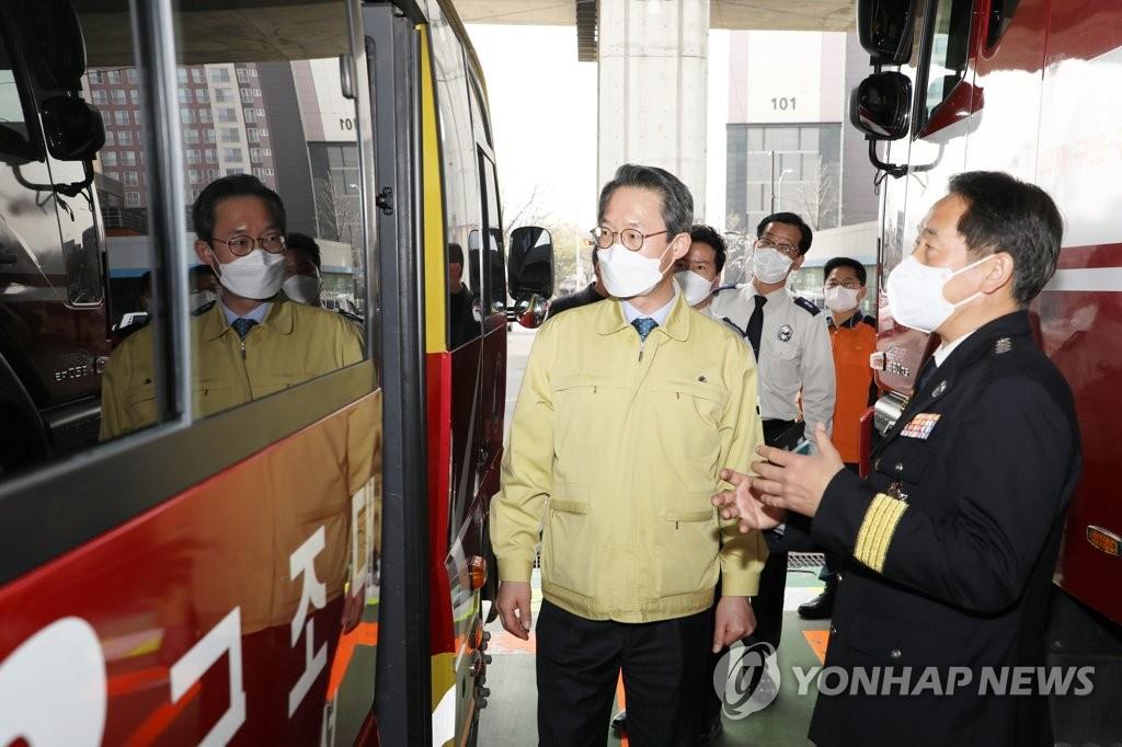 송파소방서 코로나19 방역 점검하는 김희겸 재난안전관리본부장