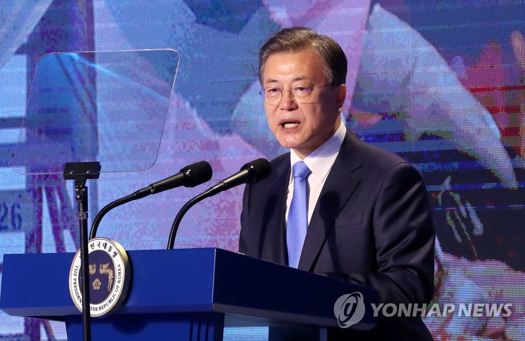 In this file photo, President Moon Jae-in delivers a speech during the 48th Commerce & Industry Day event held at the headquarters of the Korea Chamber of Commerce and Industry (KCCI) in Seoul on March 31, 2021. (Yonhap)