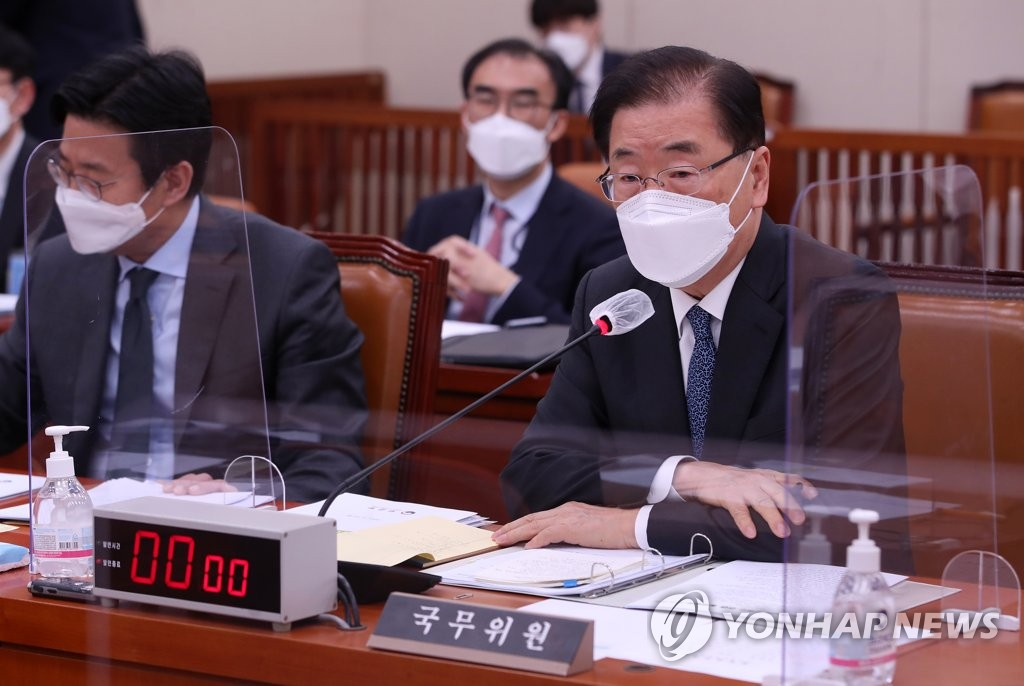 Foreign Minister Chung Eui-yong speaks during a parliamentary session in Seoul on April 20, 2021. (Yonhap)