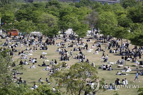 Crowded park in Seoul
