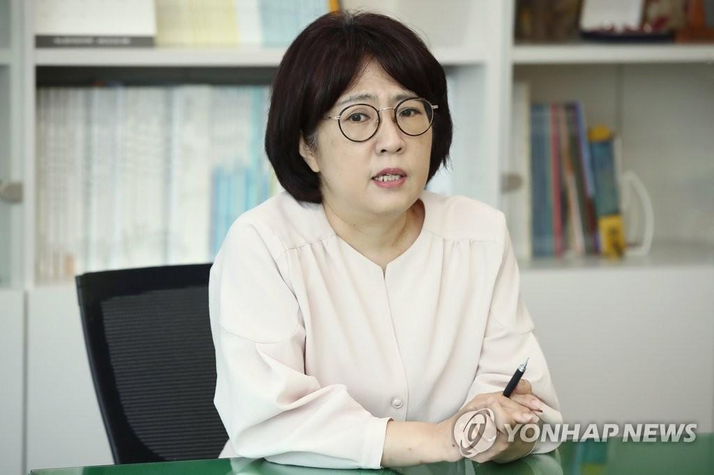 인터뷰하는 이수연 홀트아동복지회 신임 회장