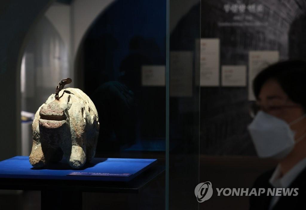 무덤을 지키는 상상의 동물 '진묘수'