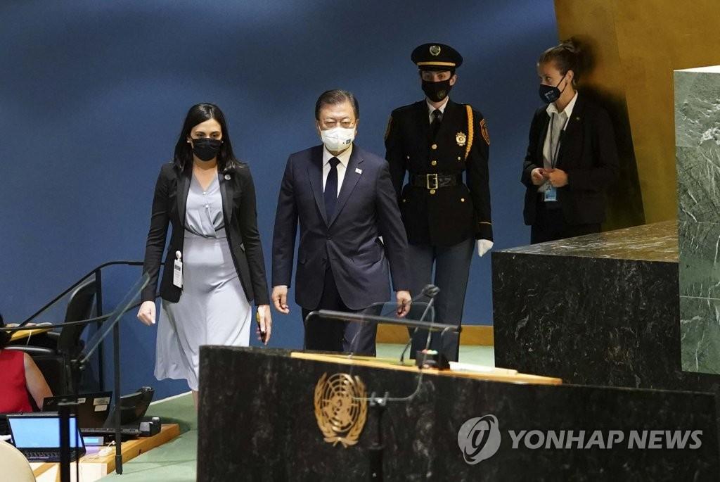 유엔 총회장 들어서는 문 대통령